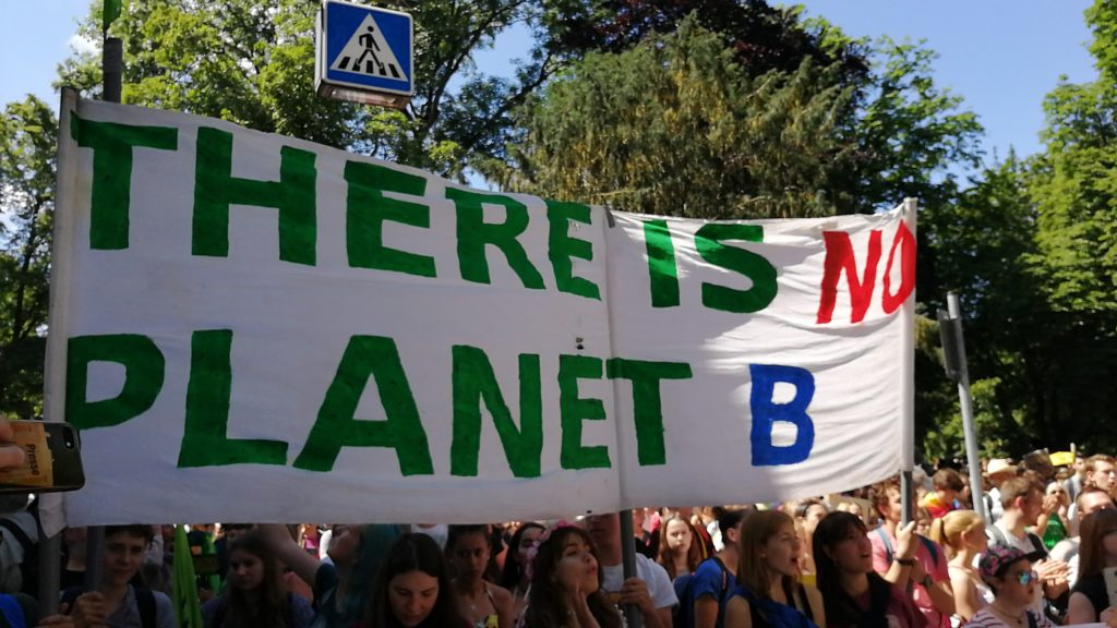 "Banner ""There is no planet B"""